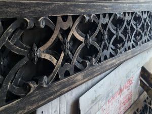 Фото №1 Состаренные деревянные резные элементы